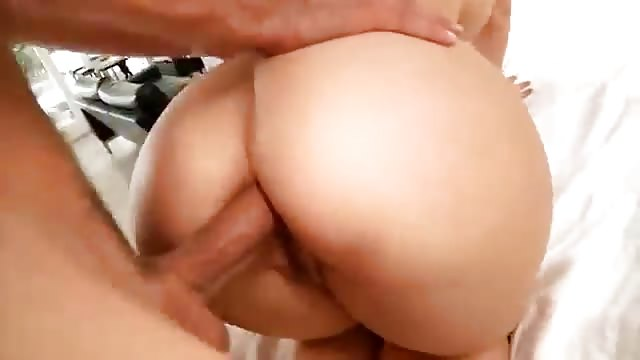 Démonter l'anus d'une fille au cul bien gros