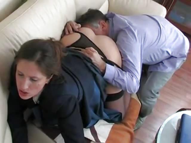 Elle Se Masturbe Au Bureau