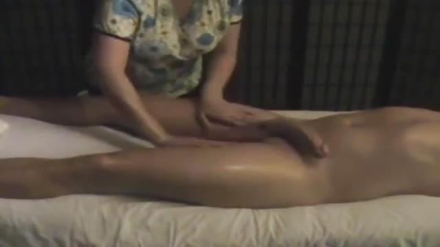Massaggio alla moglie col cazzo in tiro